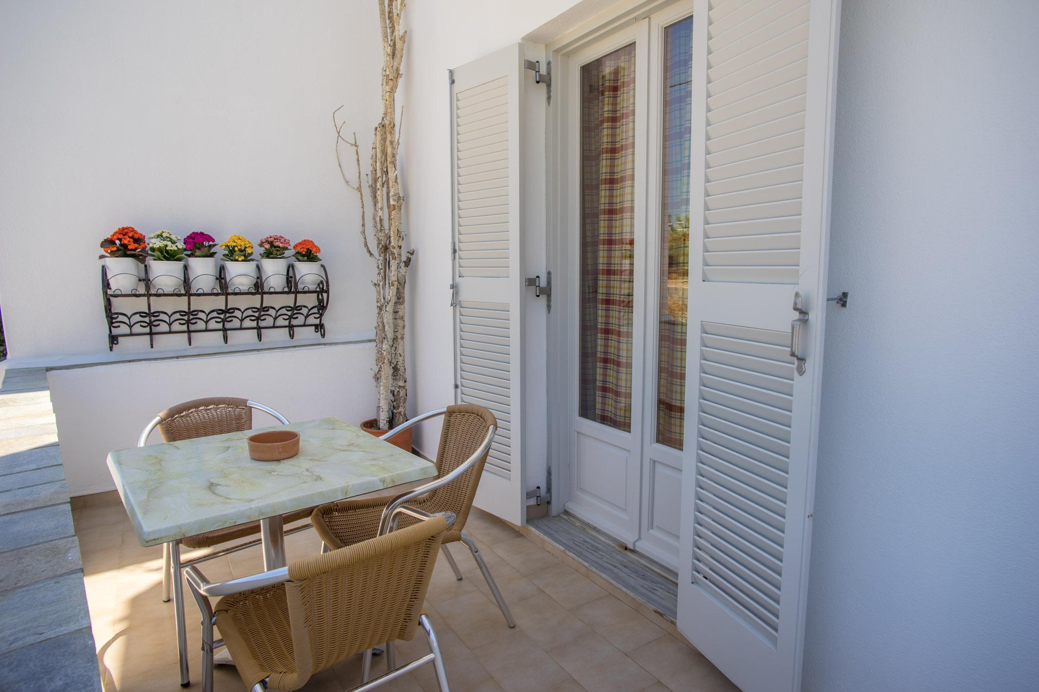 Accomodation Information Studios Cyclades Paros Greece